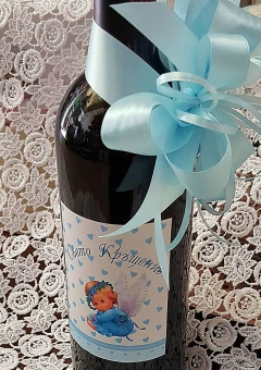 Вино за кръщене с персонализиран етикет и украса